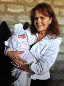 Dee_with_Refugee_Newborn